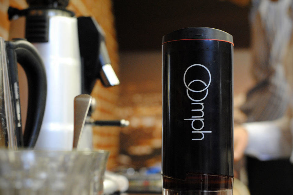 Oomph Portable Coffee Maker : The Oomph Lets You Make 13 oz. Of Perfect Coffee Anywhere In A Minute And A Half - MIKESHOUTS