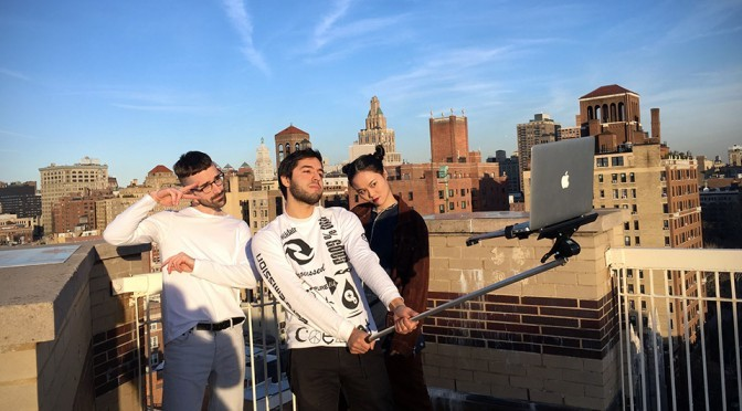 Thanks To MacBook Selfie Stick, Selfie Using MacBook Is A Possibility