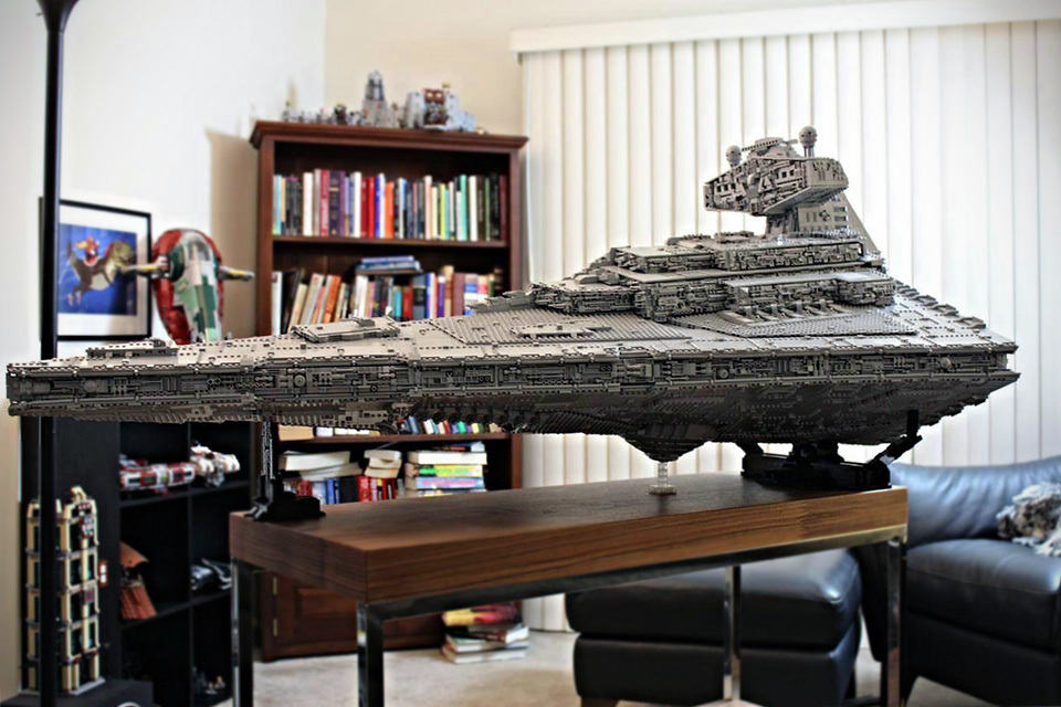 20 000 plus pieces lego star destroyer has interior that will blow your mind mikeshouts. Black Bedroom Furniture Sets. Home Design Ideas